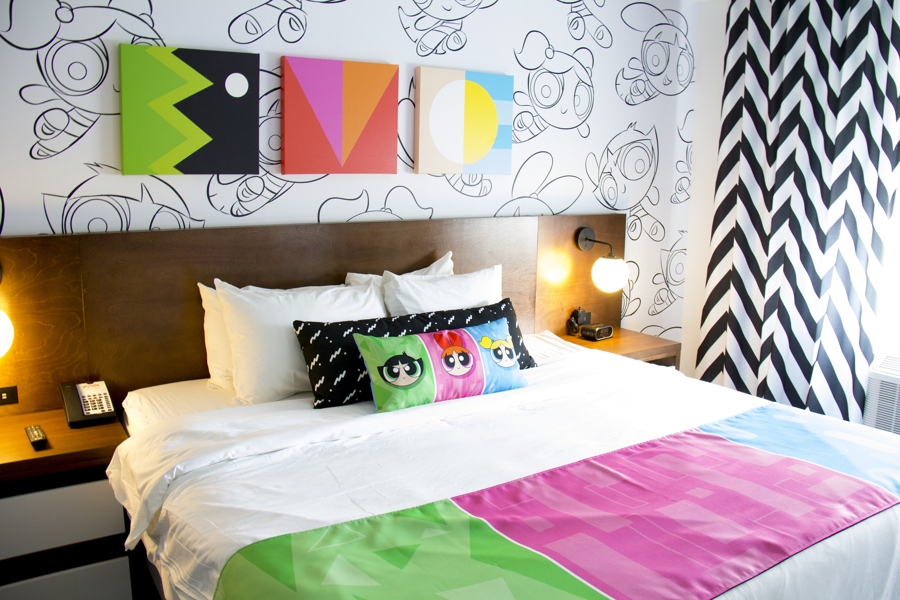 Power Puff Girls Dream Suite king bed room